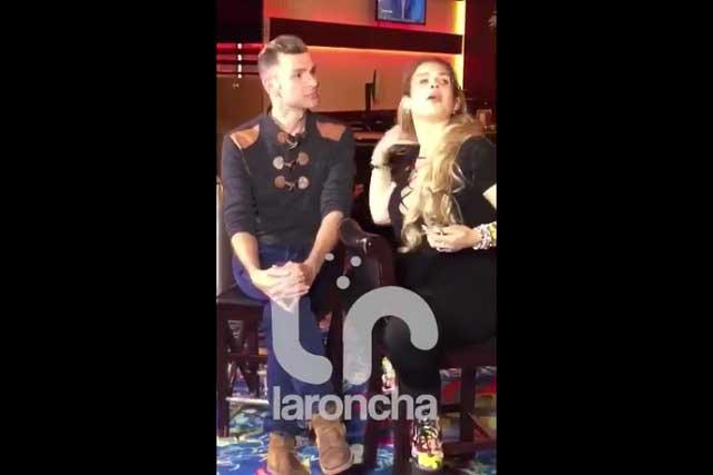 Niurka se levanta la blusa en entrevista y no llevaba sostén