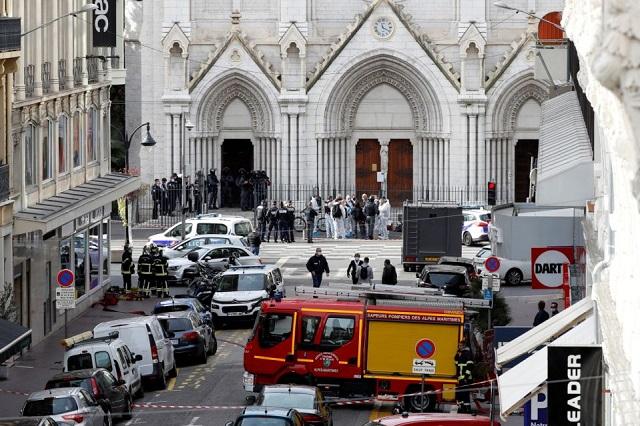 Asesinan a tres en iglesia de Francia; ataque islamista: Macron