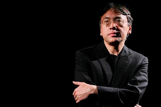 Por explorar universos utópicos, recibe Kazuo Ishiguro Nobel de Literatura