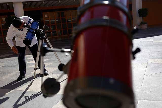 Para ver eclipse parcial de sol BUAP instalará telescopios en el zócalo