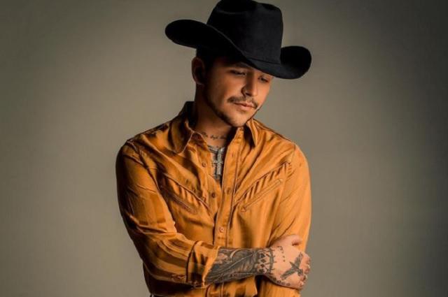 Así reacciona Christian Nodal ante tatuaje de Lupillo Rivera