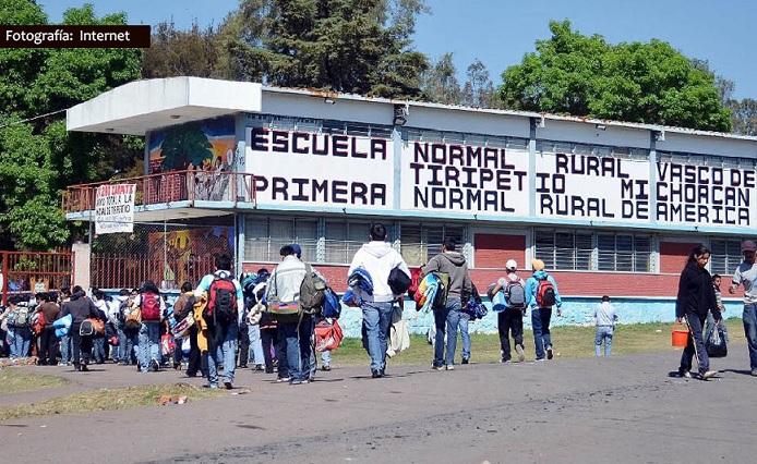 Normalistas roban a empresas 500 mil pesos en mercancía, en Michoacán