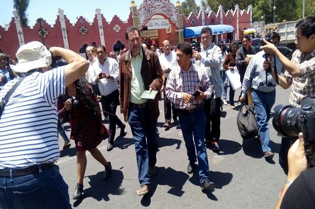 Fernández Noroña instala plantón en Casa Aguayo y reitera agresión