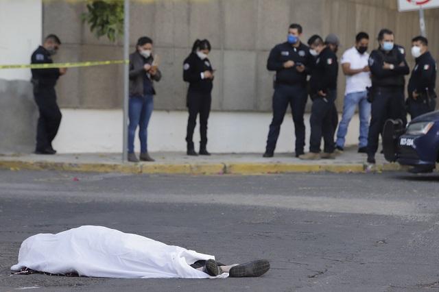 Agrede a policía y al huir cae y muere, en la Gabriel Pastor