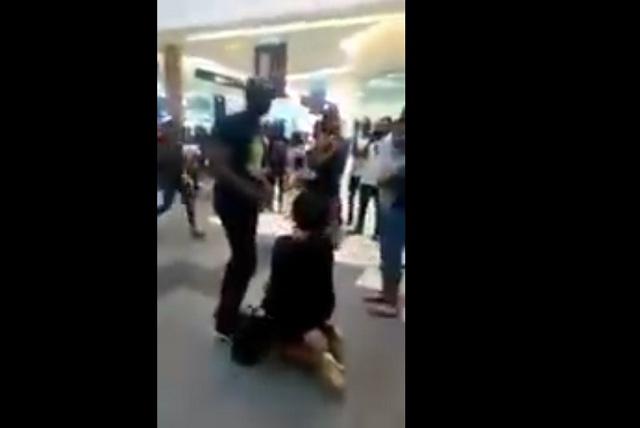 Video: Le propone matrimonio a su novio y termina humillada y llorando