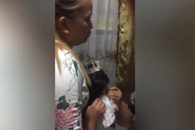 Novia llora al descubrir que su pastel de bodas es de unicel