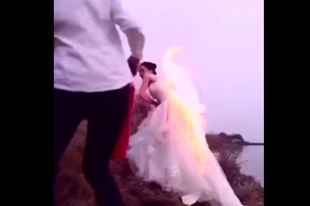 La atrevida sesión fotográfica de una novia que pudo terminar en tragedia
