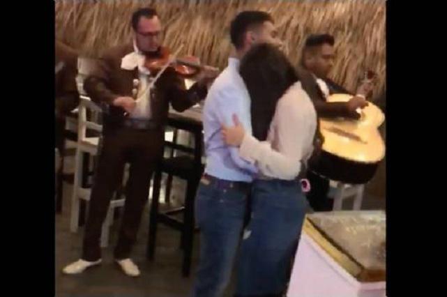 Novio romántico y amoroso conquista Facebook con video viral
