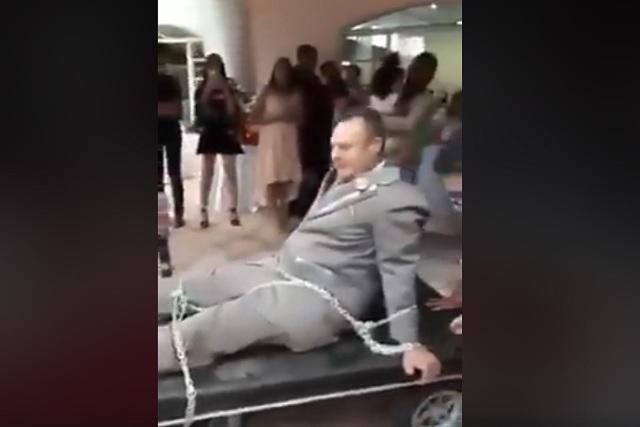 No se quería casar ¡y lo amarraron para llevarlo hasta el altar!