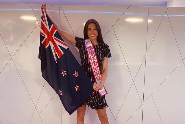 Hallan sin vida a la modelo Amber-Lee Friis, finalista de Miss Universo