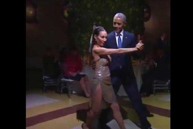 Barack Obama baila tango y video da la vuelta al mundo