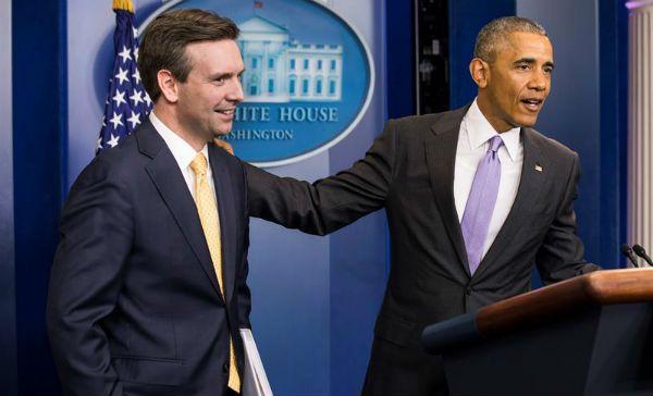 Obama interrumpe el discurso de su vocero para darle las gracias