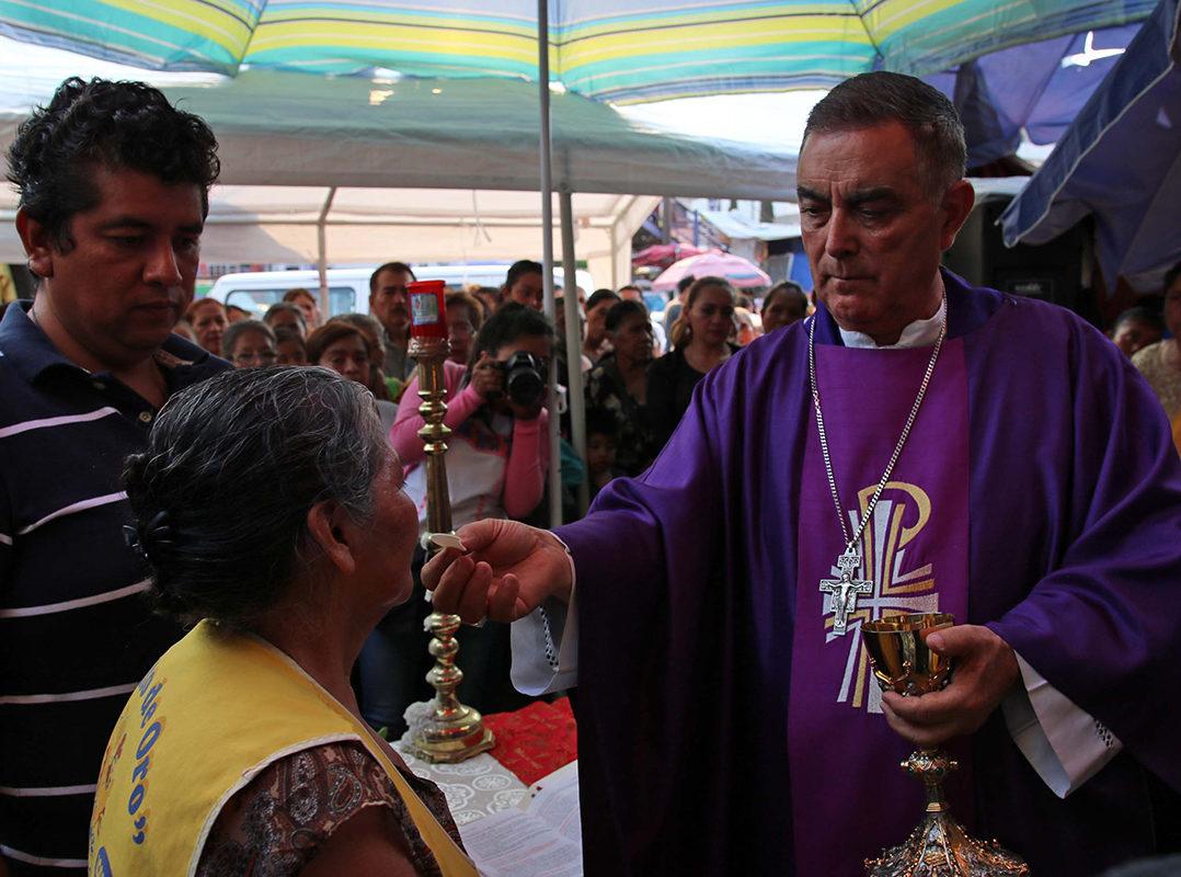 AMLO avala que obispo pacte con narcos para que ya no maten candidatos