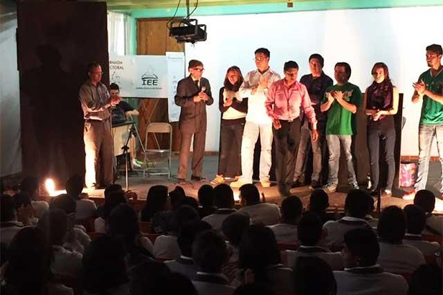Con obras de teatro promueve IEE el voto entre jóvenes
