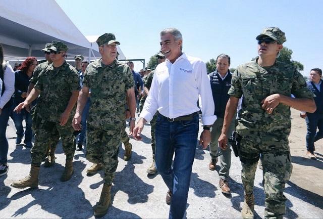 Colocan primera piedra de obras de la Marina en San José Chiapa