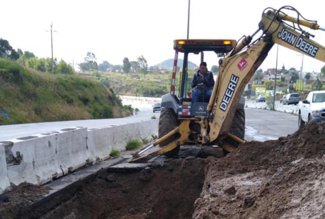 Obra en Periférico, para sustituir línea de conducción: Agua de Puebla