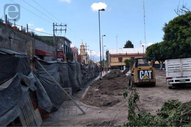 Señalan locatarios lentitud en obra del zócalo de San Andrés