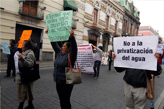 Marchan contra incursión de Living Water en Ocotepec