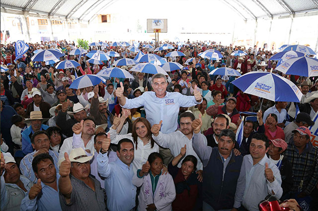 Gali ofrece rehabilitar la carretera Zautla-Ixtacamaxtitlán