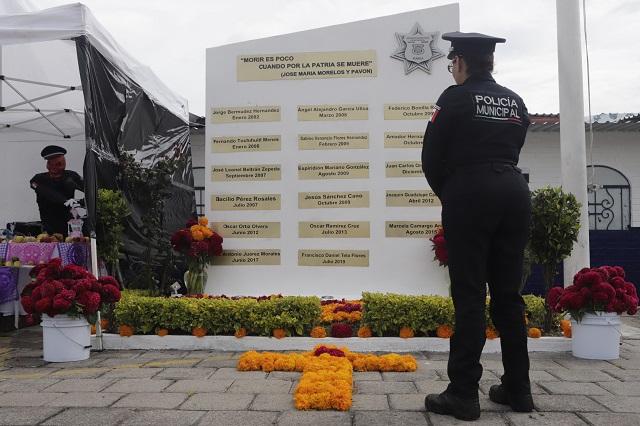 Mamá de policía caído en Los Cerritos duda de versión oficial
