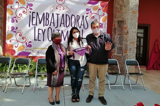 Reconoce Ayuntamiento de Huauchinango labor de Olimpia Coral Melo