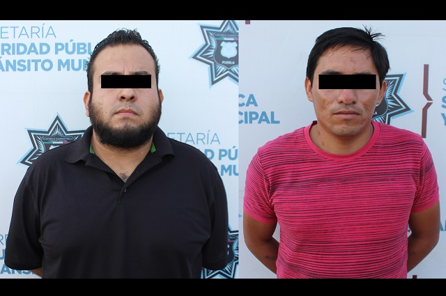Detienen a 2 por robo de vehículo en Puebla