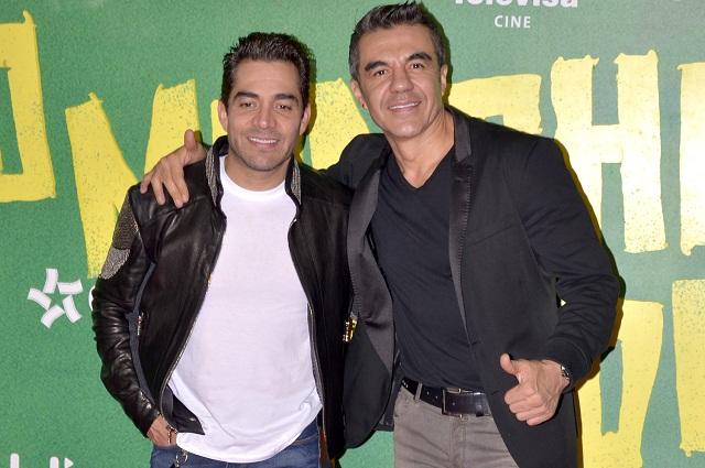 Adrián Uribe graba a Omar Chaparro en la ducha sin ropa