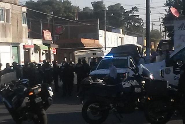 Por operativo, chocan tianguistas y policías en Junta La Libertad