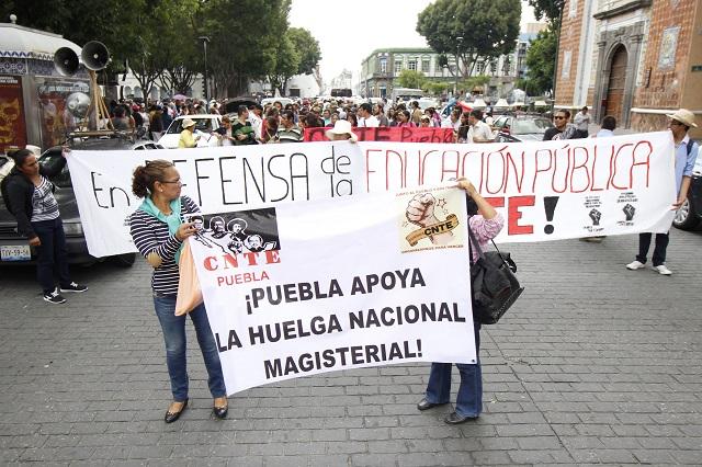 Organizaciones sociales marchan contra represión a maestros