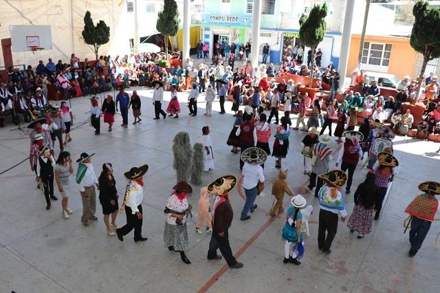 En Tenextatiloyan honran su origen náhuatl y el arte de sus alfareros