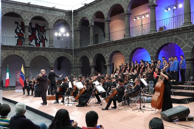 Ofrece orquesta venezolana concierto en San Pedro Museo