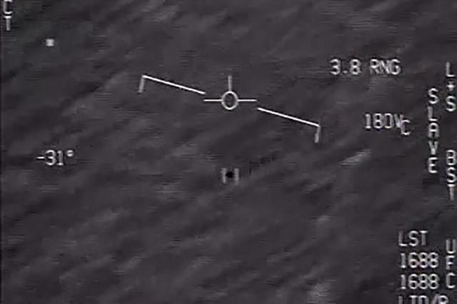 El Pentágono desclasifica vídeos que mostrarían ovnis