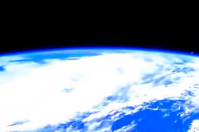 VIDEO VIRAL: Ven supuesto OVNI en transmisión en vivo de la NASA