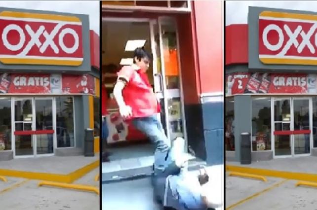 Empleado de un Oxxo golpea a un anciano acusado de robo