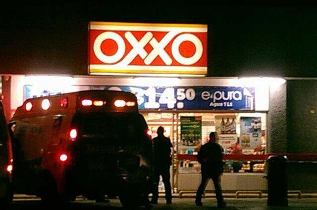 Asaltan la nueva sucursal de OXXO en Metepec
