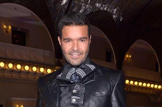Pablo Montero deja las rancheras para cantar con Filarmónica de Coahuila