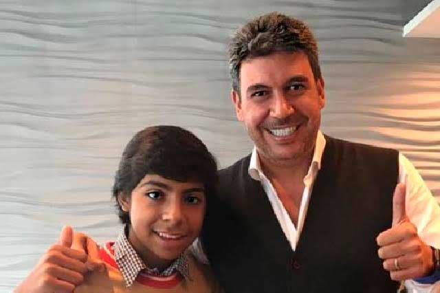 Arturo Elías Ayub y joven que vende empanadas sí harán proyecto juntos