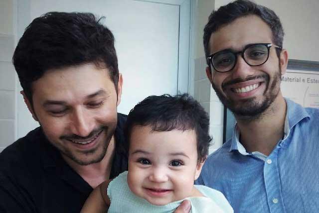 Padre gay le escribe en Facebook una carta a su hijo recién adoptado