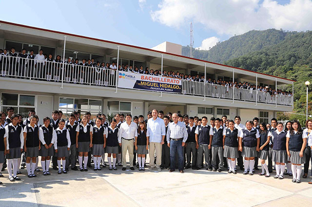 Moreno Valle inaugura espacios educativos en Pahuatlán