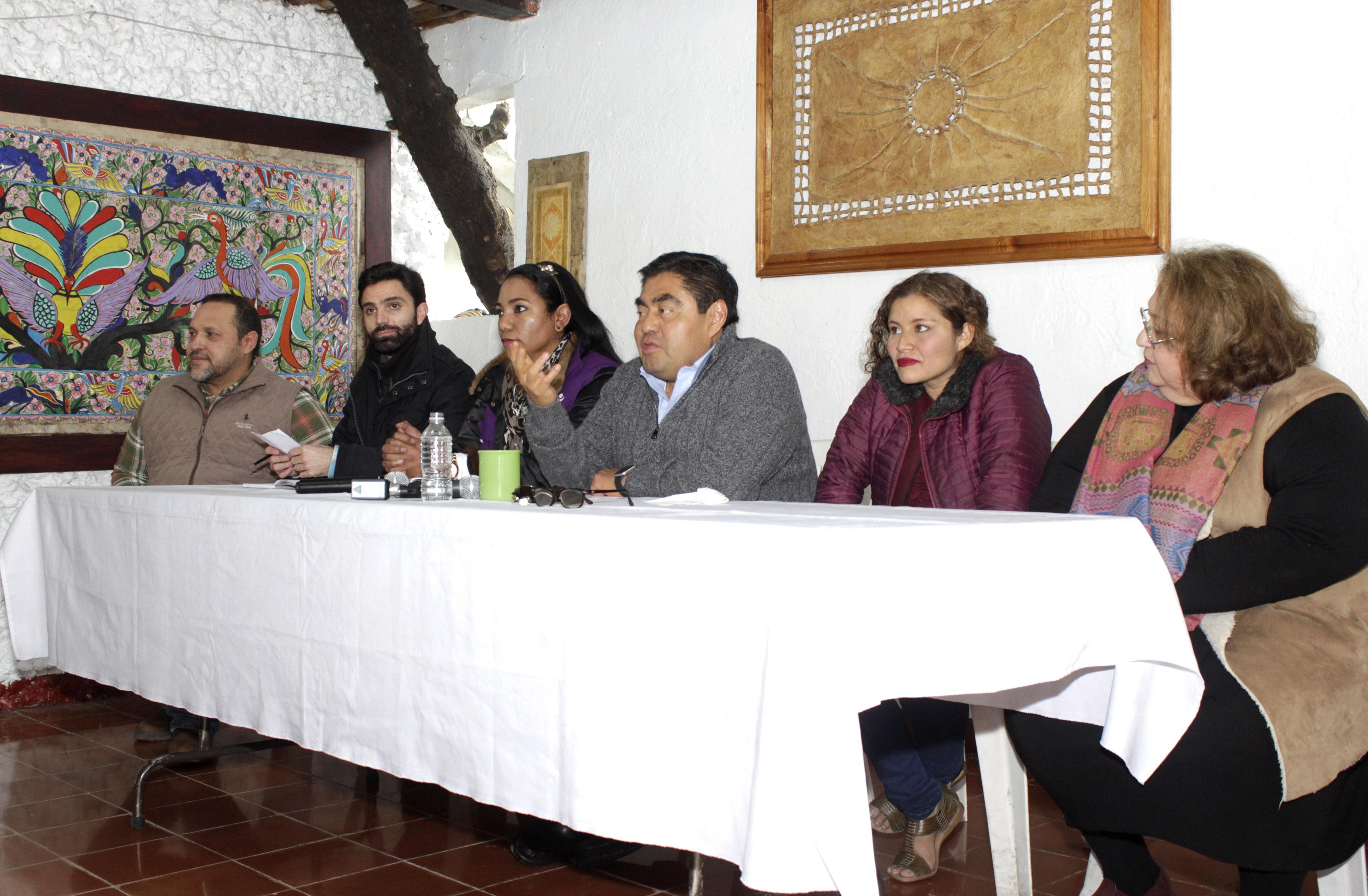 Gobiernos del PRD en Puebla se convirtieron en un lastre: Barbosa