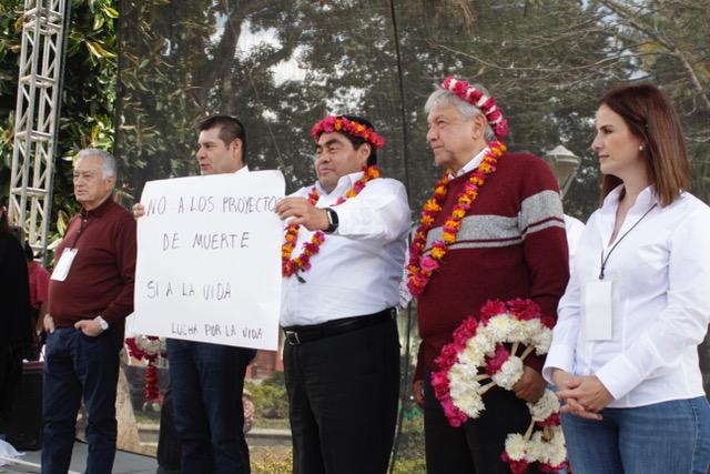 Barbosa no es una imposición, dice AMLO en gira por Pahuatlán