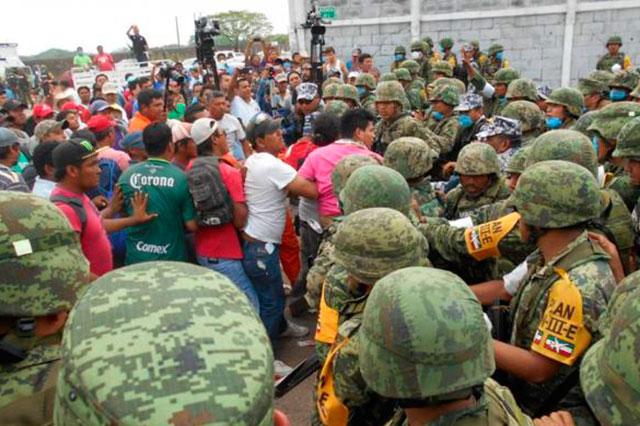 Se enfrentan familiares de heridos y militares en Complejo Pajaritos