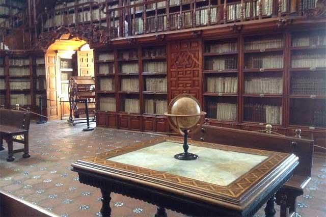Hacen facsimilar de libro de 1543 conservado en la Palafoxiana