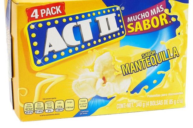 Muestran los riesgos de comer Palomitas Act II sabor mantequilla