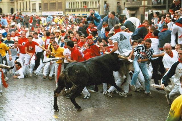 No todo es desmadre en Pamplona; hay mucha tradición e historia