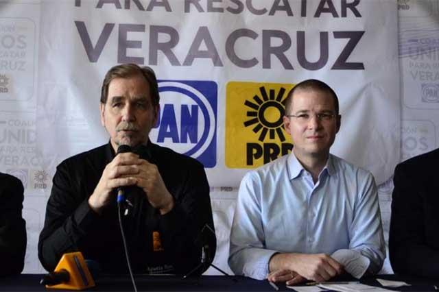 PAN y PRD denuncian que el gobierno compra votos para Héctor Yunes
