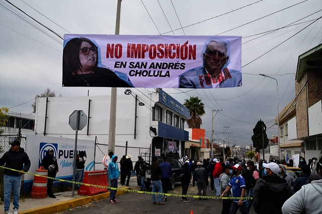 Panistas de San Andrés Cholula se manifiestan en dirigencia estatal