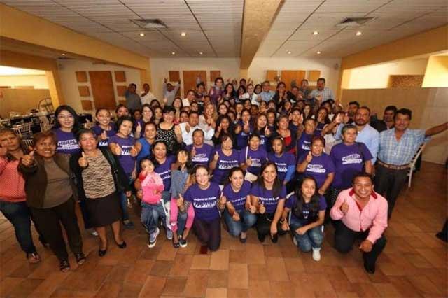 Se reúne Martha Erika Alonso con mujeres panistas de Tehuacán