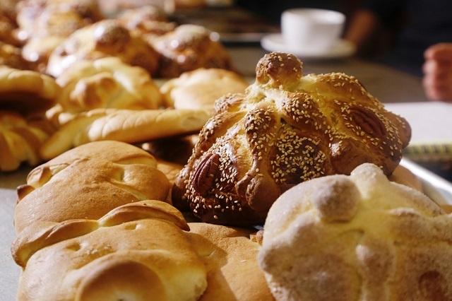 ¿Sabes el macabro origen del pan de muerto en México?
