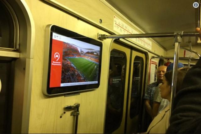 En Moscú pusieron pantallas en el metro